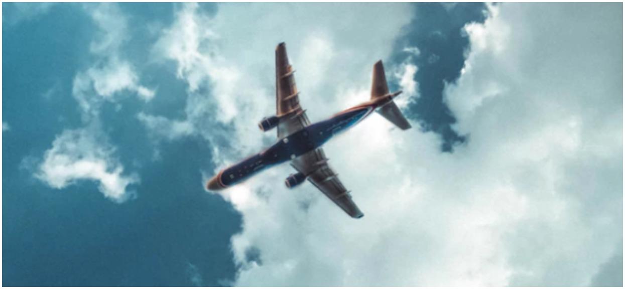 Pasażerski samolot nagle zaczął rozpadać się w powietrzu! Odłamki spadały na domy, ziemia zbliżała się coraz szybciej