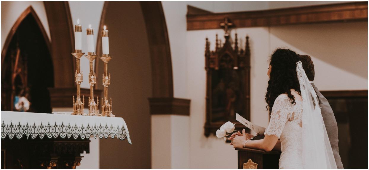 Kasia powiedziała rodzinie, jak będzie wyglądał jej ślub. Ojciec zerwał z nią kontakt, matka ciągle płacze, a babcia modli się o rozum dla narzeczonego