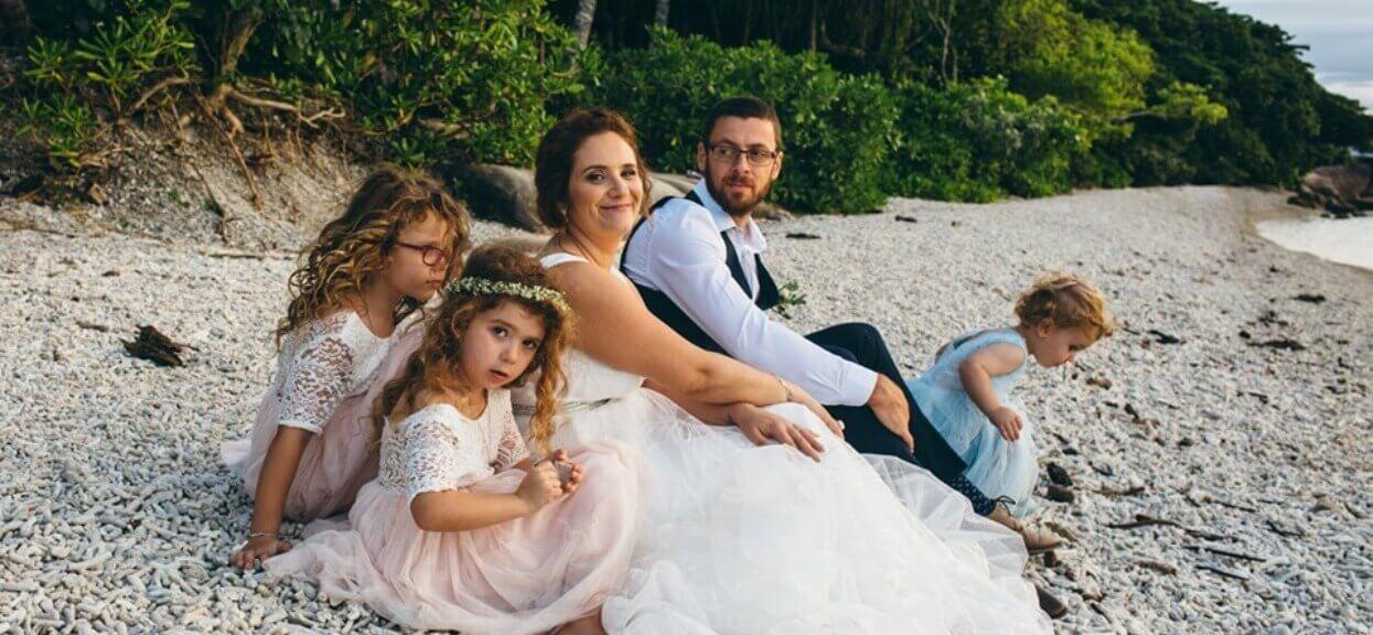 2-letni chłopiec chciał założyć sukienkę na ślub. Reakcja jego matki wprawia w osłupienie
