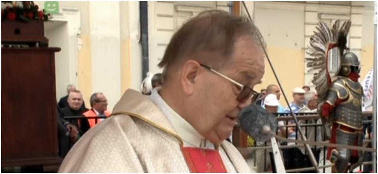 Właśnie ujawniono nadawcę przelewu na prawie milion złotych dla Tadeusza Rydzyka. W głowie się nie mieści