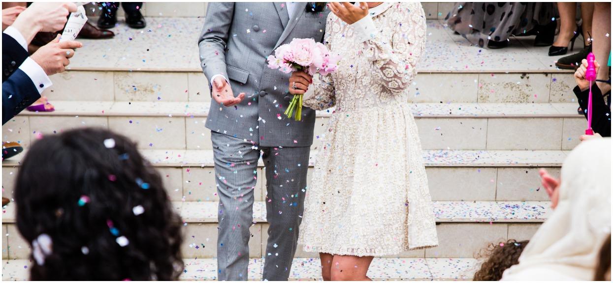 Gdy Michalina otworzyła zaproszenie na wesele wypadła dziwna karteczka. Przecierała oczy widząc jej treść