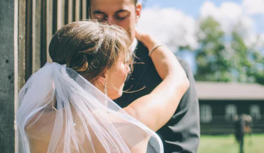 Tuż przed weselem chciała pozbyć się wzdęcia. Będzie tego żałować do końca życia, zrujnowała całą uroczystość w obrzydliwy sposób