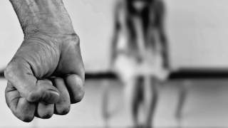 10 porażających kar, które spotykają niewierne żony. Wiele z nich wciąż obowiązuje