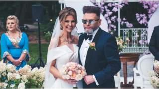 Krzysztof Rutkowski pochwalił się ile pieniędzy z żoną dostali w kopertach. Kwota zwala z nóg