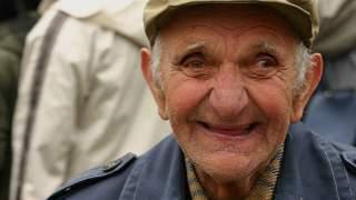 85-latek totalnie zaskoczył swoją młodziutką żonę podczas nocy poślubnej. Aż zaniemówiła