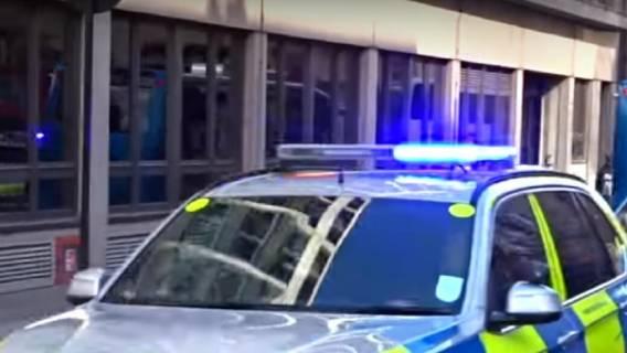 Porażające doniesienia TVN, policja apeluje do świadków. Nastolatek wypchnął dziecko z 10 piętra galerii