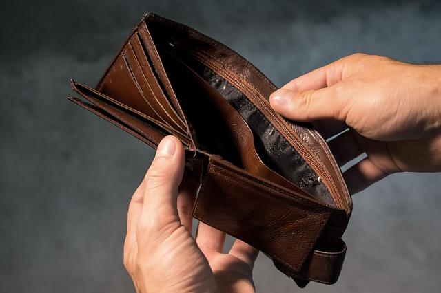 Rząd PiS ukrywa deficyt budżetu? Połowa Polaków jest o tym przekonana