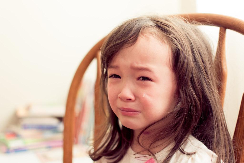 6-latka wyrzuciła do śmieci prezent. Mama wiedziała, że nie może tak tego zostawić i dała jej nauczkę, która podbija sieć