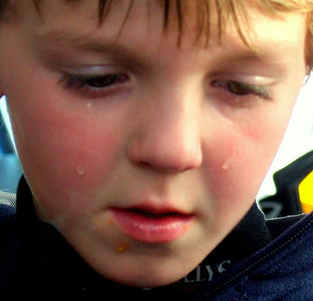Wzorowe zachowanie dziecka wobec chłopca z autyzmem. Nawet dorośli nie zawsze potrafią się tak zachować