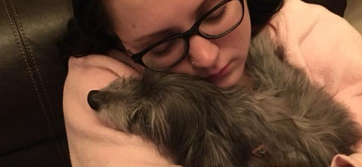 Adoptowała starego psa. Po miesiącu poznała prawdę i zaniemówiła z wrażenia, czekała na to 7 lat
