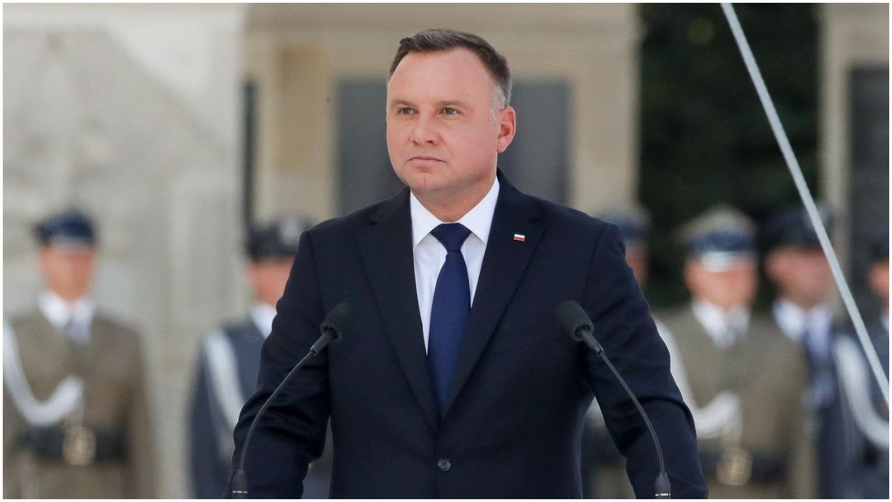 Ujawniono wyniki najnowszego sondażu dot. zaufania Polaków do prezydenta i premiera. Andrzej Duda może się zacząć martwić