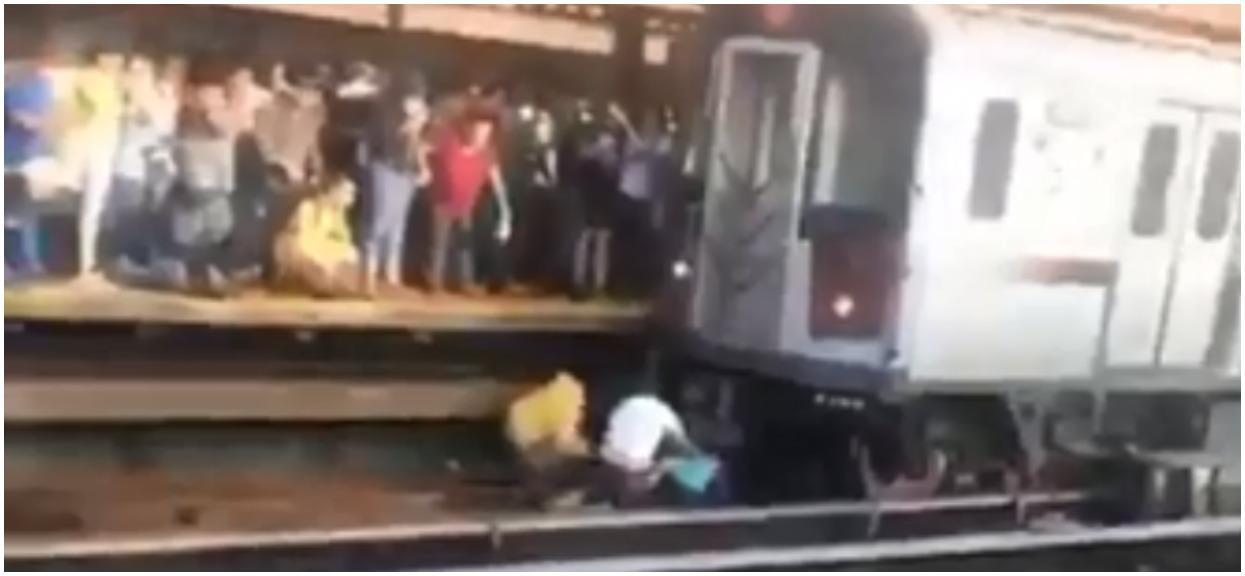 45-letni mężczyzna rzucił się pod pociąg. Na rękach trzymał 5-letnią córkę