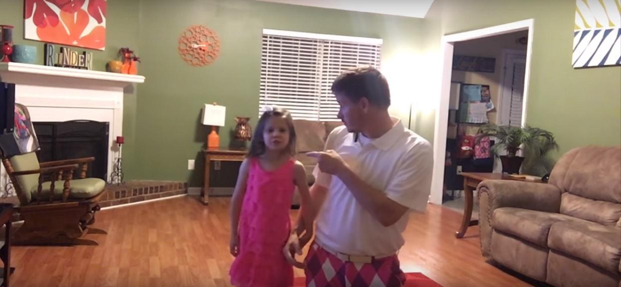 Mama zostawiła córkę pod opieką ojca. Zamontowała ukrytą kamerę, po obejrzeniu nagrania łzy popłynęły jej po policzkach