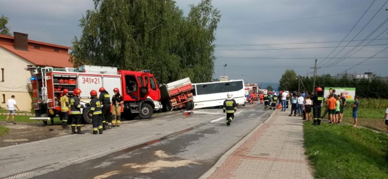 Poważny wypadek w polskiej miejscowości. Pilna akcja ratunkowa. Nieoficjalnie: dużo dzieci rannych