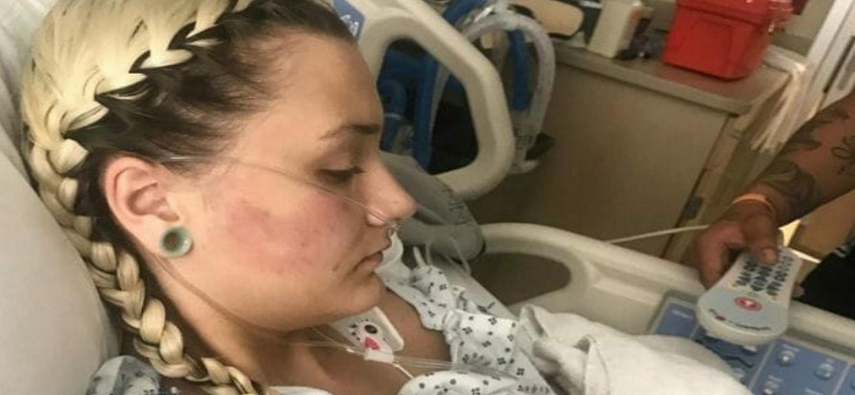 """Przez 3 lata codziennie paliła e-papierosa, teraz walczy o życie. """"Jej stan zmienił się z poważnego w potencjalnie krytyczny"""""""