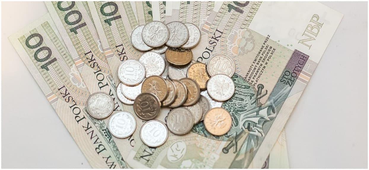 Kolejny bubel prawny? Z minimalnej emerytury komornik potrącił pieniądze, z 4000 zł minimalnej płacy nie