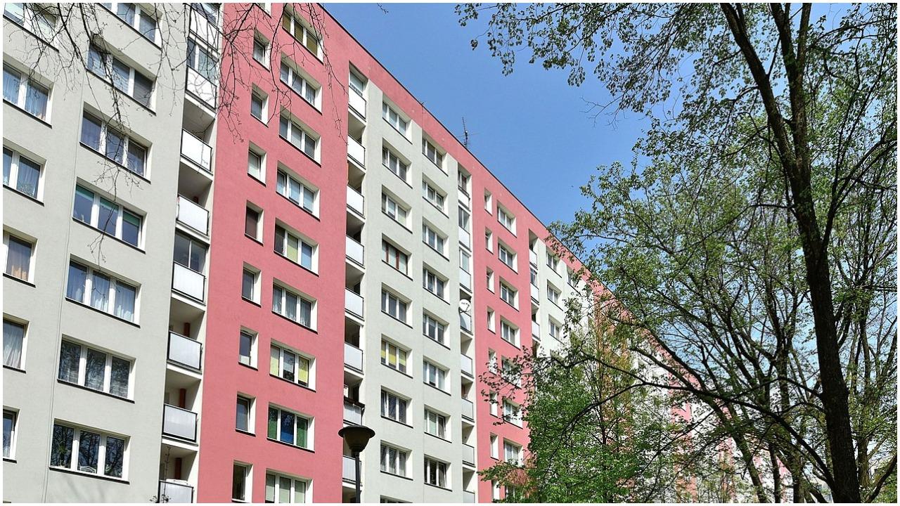 Wszedł do jej mieszkania przez okno na 3 piętrze. Brutalny gwałt wstrząsnął polskim miastem