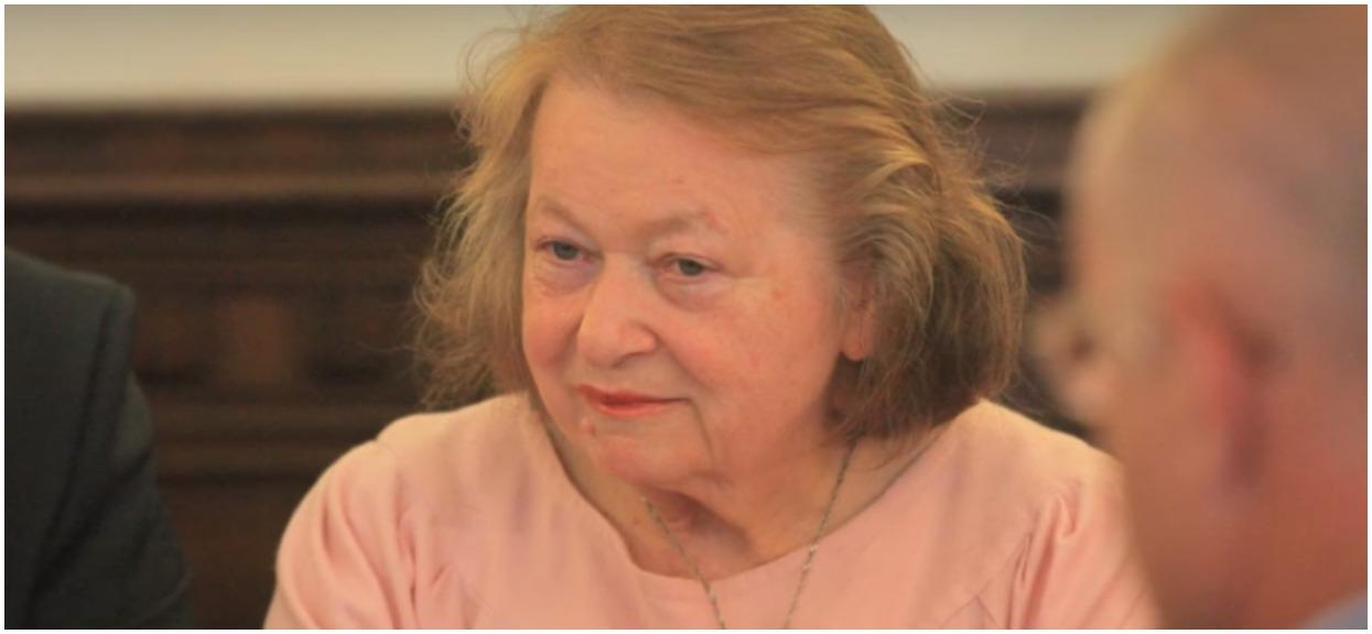 Janina Goss nie przejmuje się prawem, bo jest znajomą Kaczyńskiego. Nie zrezygnowała z państwowej posady, choć musiała