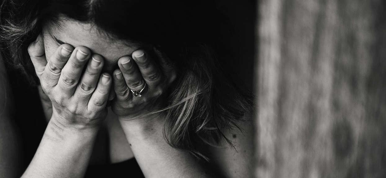 Obudziła się i myślała, że ma zapalenie spojówek. Spojrzała w lustro i zobaczyła, że jej oczy wyglądają jak galareta