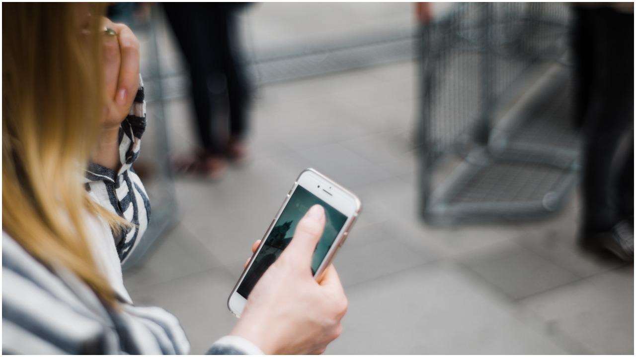 Kobieta pomyłkowo wysłała SMS na zły numer. Za nic nie mogła przewidzieć wydarzeń, które wydarzyły się chwilę później