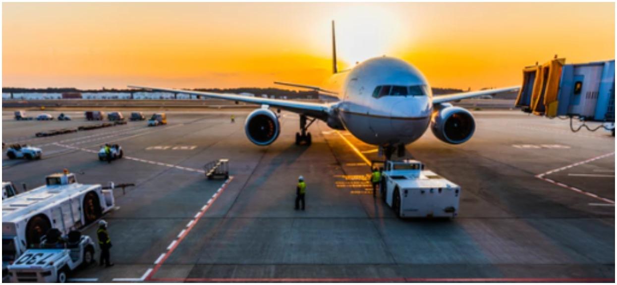 Samolot pasażerski zapalił się podczas lądowania. Trwa akcja służb