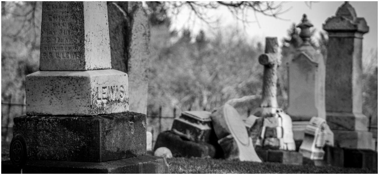 Mąż pochował żonę, która zapadła w śpiączkę. Po ponad tygodniu odkopali jej grób i dokonali przerażającego odkrycia