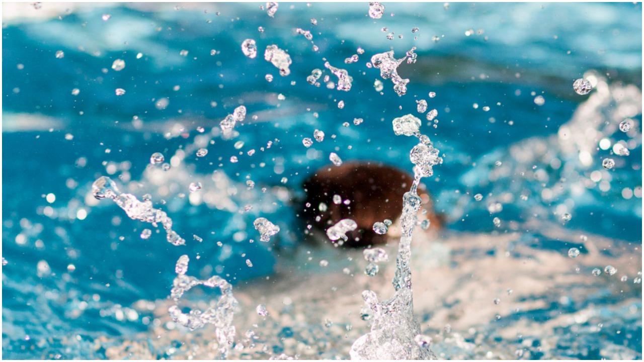 5-latka tonęła, dławiąc się wodą, nikt nie reagował. Wtedy pojawił się odważny Polak