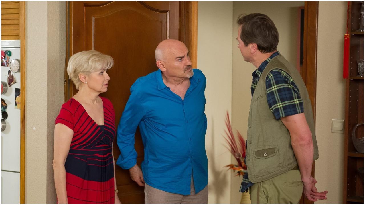 """Serialowy Roman z """"Na Wspólnej"""" jest tajemniczym mężczyzną. Zaskakujące informacje o synu aktora"""