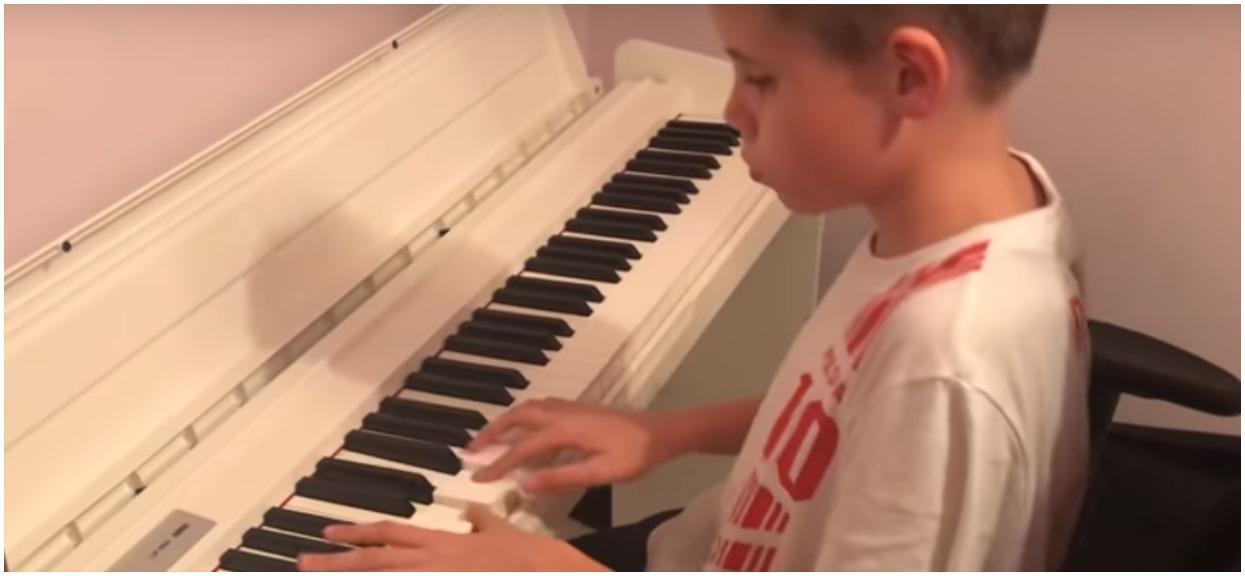 Chory 13-latek nagle zaczął grać największy hit Pawła Domagały. Ciarki, nie przeszkodziła mu poważna wada zdrowia