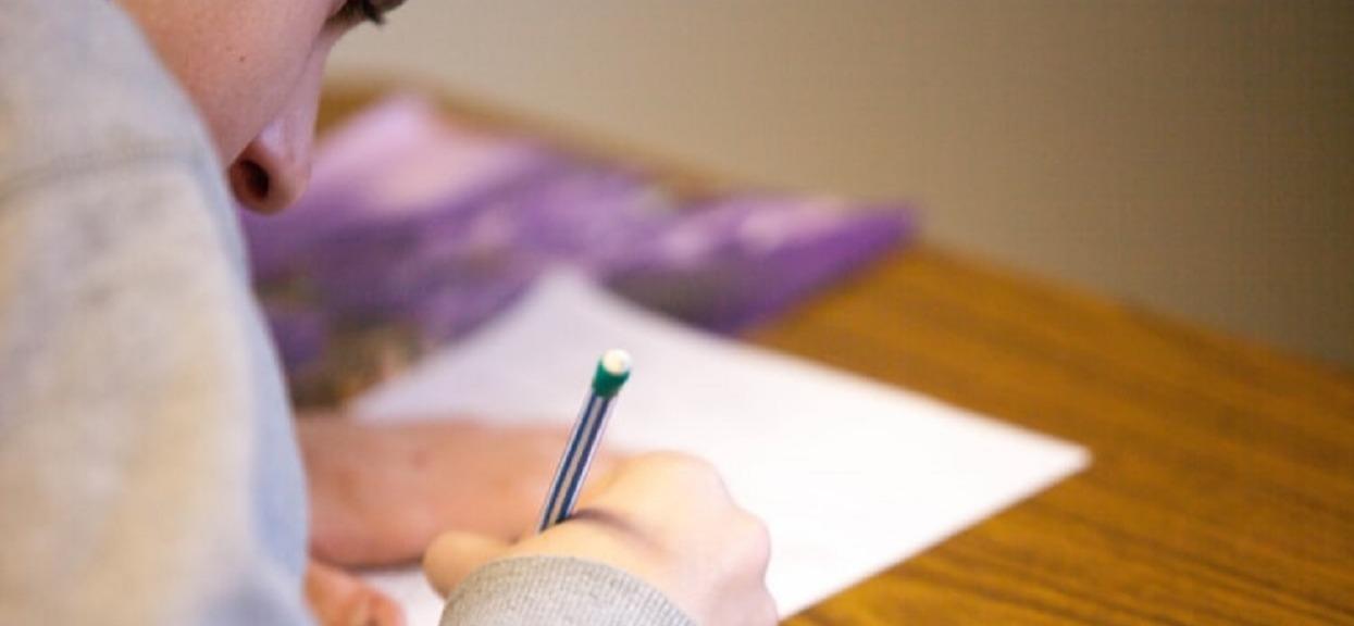 Kolejne ankiety w polskich szkołach. 10-latkowie odpowiadają na pytania o seksie