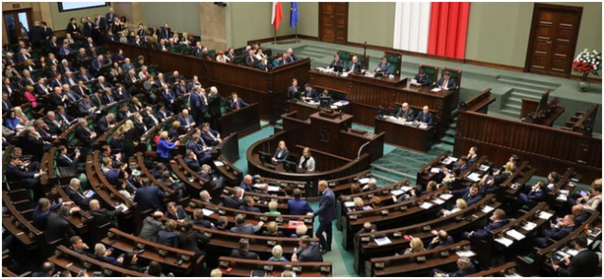 Wiemy, ile naprawdę zarabiają posłowie w Sejmie. Zwykli Polacy mogą tylko pomarzyć