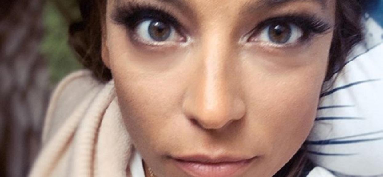 Anna Mucha pokazała się bez makijażu, ale wszyscy patrzyli tylko na jej odkrytą pierś. Zdjęcie rozgrzewa do czerwoności