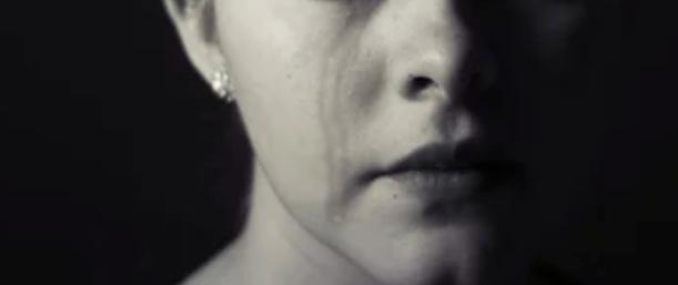 Poślubił matkę. Tydzień wcześniej w tajemnicy zgwałcił jej córkę, której wiek doprowadza do łez