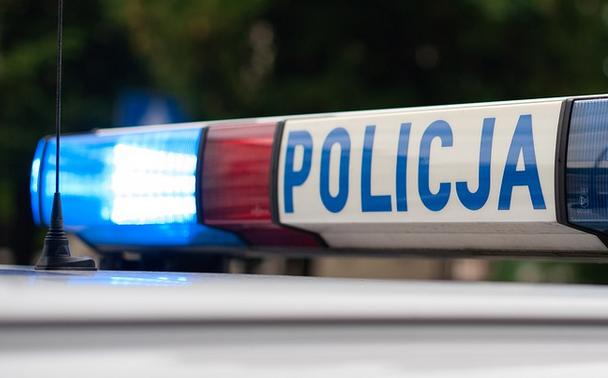 Na klatce schodowej znaleziono ciało 30-letniej kobiety. Było zmasakrowane