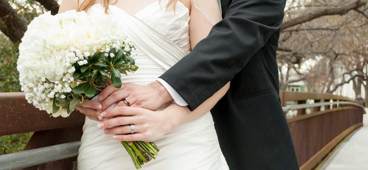 Gdy zorientowała się, po co naprawdę wziął ślub, było już za późno. Popełniła błąd, który zrujnował kobietę na lata