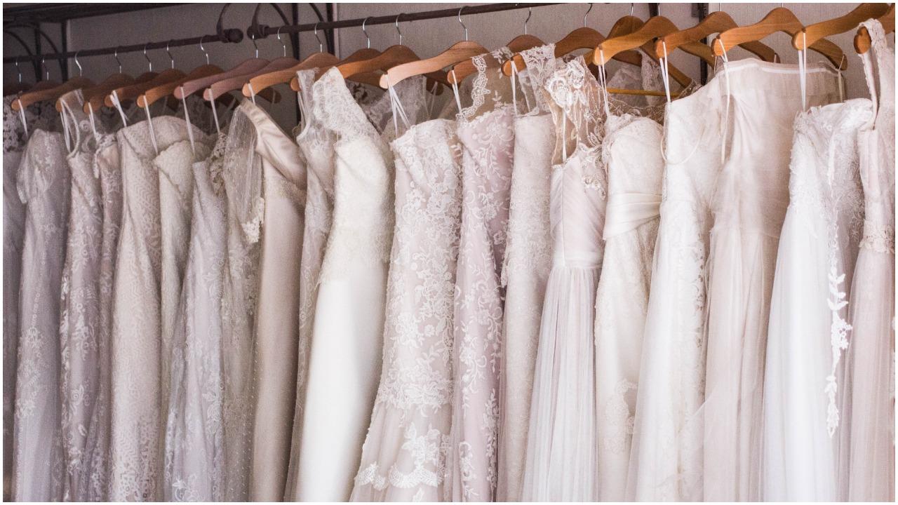 Chciała zaoszczędzić i zamówiła przepiękną suknię ślubną przez internet. Jak paczka przyszła, była zrozpaczona
