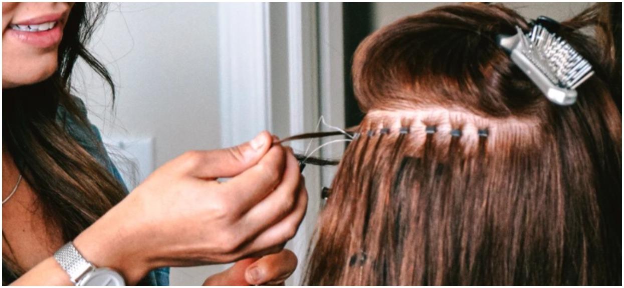 Klientka nie chciała umyć włosów u fryzjerki. Reakcja stylistki sprawiła, że spaliła się ze wstydu