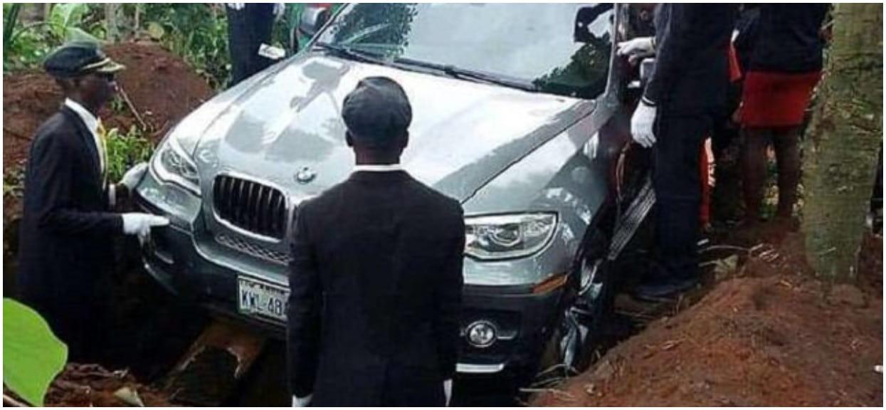 Tata milionera nagle umarł. Syn zamiast w trumnie, pogrzebał ojca w astronomicznie drogim nowym BMW