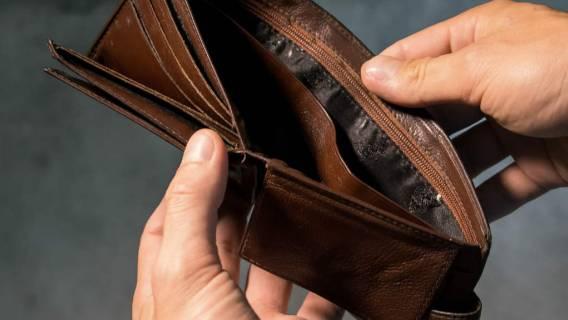 Emerytura: staruszka oszukana na 100 tysięcy złotych
