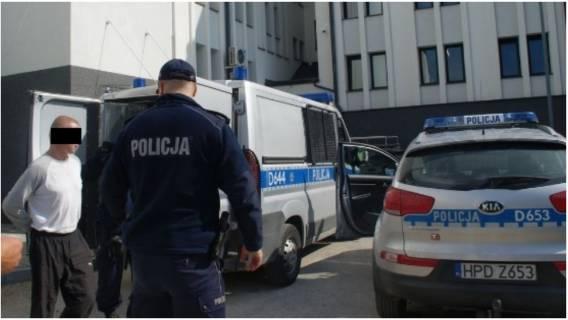 Skandal w policji. Funkcjonariusze poniżali i wyśmiewali bezdomnych na komisariacie