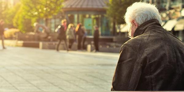 ZUS obniży Polakom emerytury? Niepokojące doniesienia mediów, taka obniżka znacznie uszczupliłaby portfele seniorów