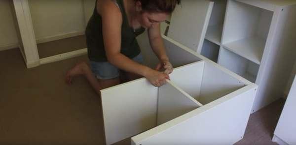 Kupiła 4 zwykłe regały z Ikei. Zastosowanie, które dla nich znalazła, zaskoczyło wszystkich, genialny pomysł