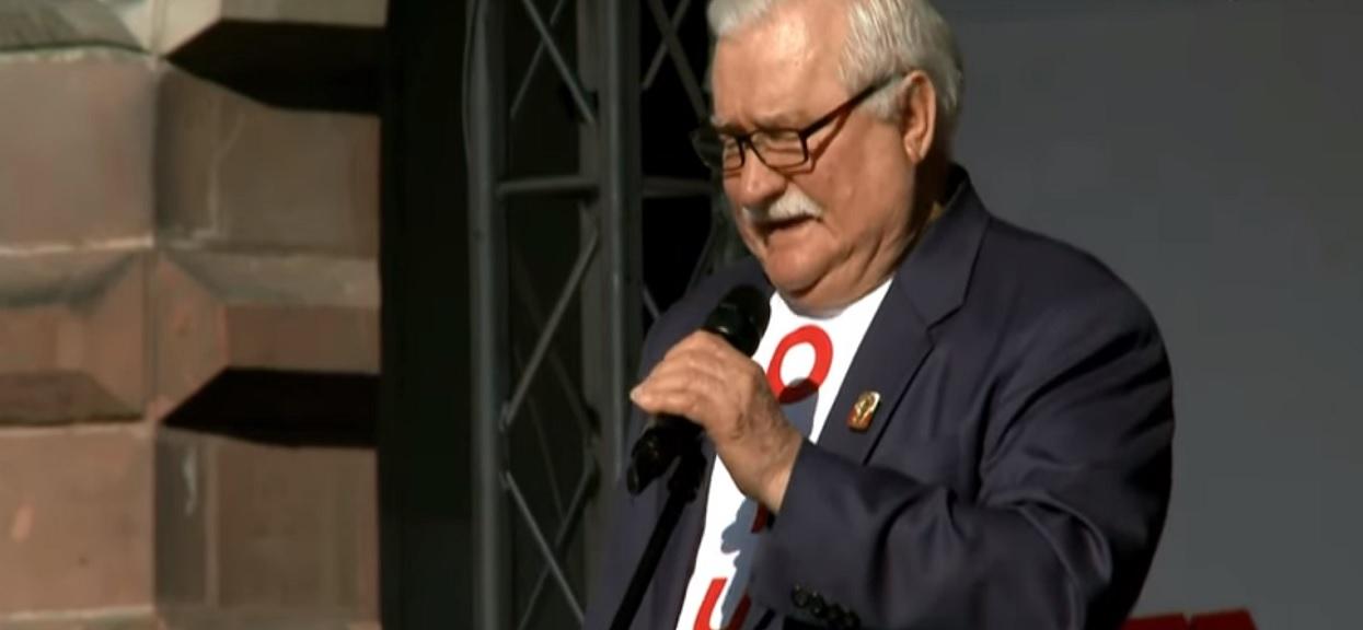 Wałęsa zarzuca marszałkowi Kuchcińskiemu pedofilię. Burza po udostępnieniu grafiki na profilu byłego prezydenta