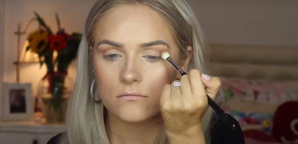 Zaczęła robić makijaż, w pewnym momencie wpadła w wielką rozpacz. Każdy, kto poznał przyczynę, podziela jej smutek
