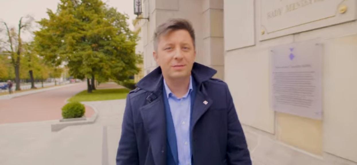 """Polityczni oponenci szykanowali go i nazywali """"spadochroniarzem"""". Michał Dworczyk odpowiedział im po mistrzowsku"""