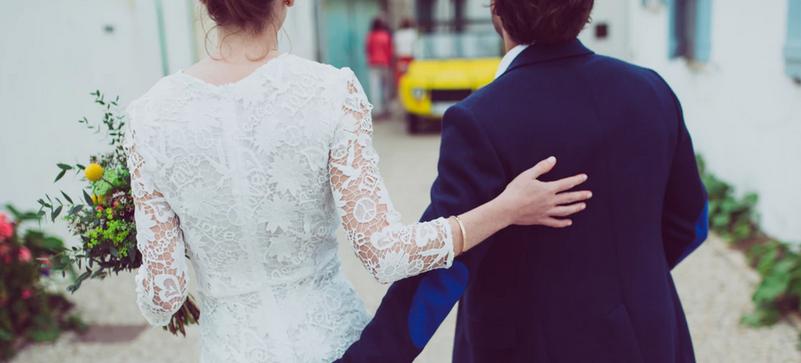 Oglądała zdjęcia z wesela i wpadła w szał. Nie spodziewała się, że jej druhna może zrobić tak podłą rzecz