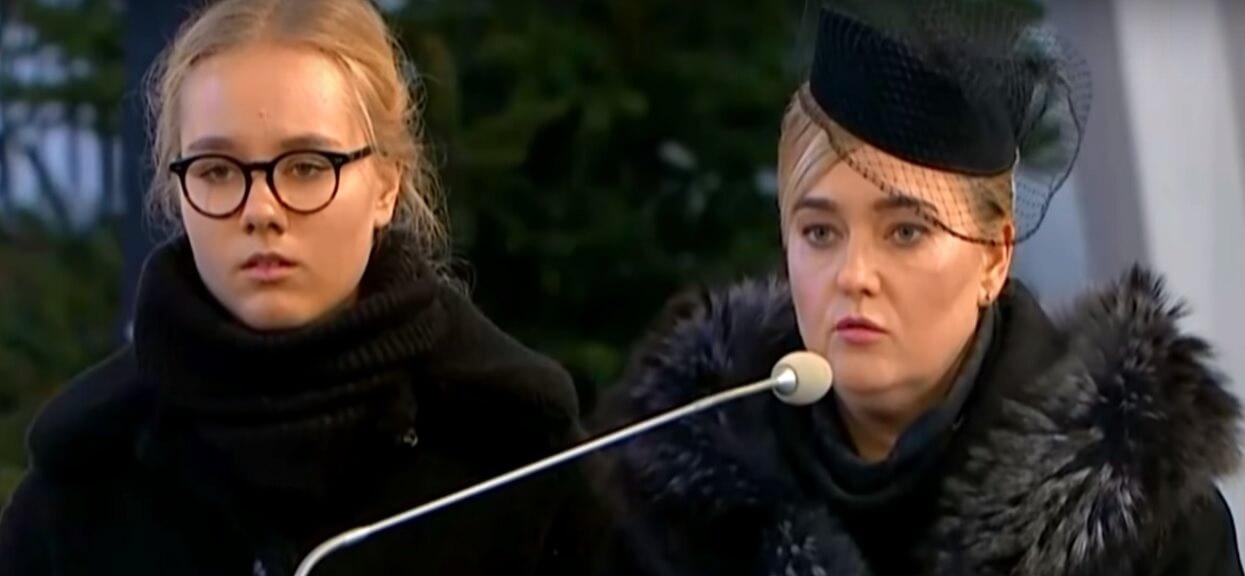Wdowa po Adamowiczu z córkami na zdjęciach z królową. Odebrała nagrodę księżnej dla zmarłego męża
