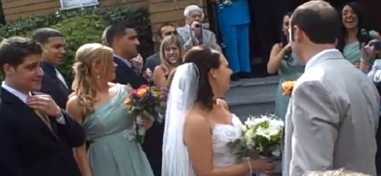 Tuż po ślubie ksiądz powiedział młodej parze tak bezczelne słowa, że wszystkich zamurowało. Iza aż się popłakała
