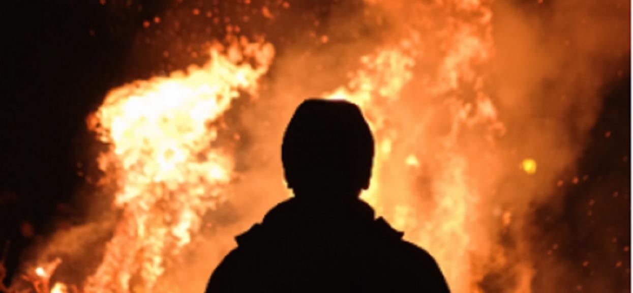 Babcia konała w płomieniach, chociaż wnuki mogły ją uratować. Zamiast tego zrobiły porażającą rzecz