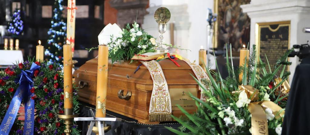Pogrzeb miał się odbyć lada dzień, trumna z ciałem była już w krematorium. Nagle na komisariacie policji zadzwonił telefon
